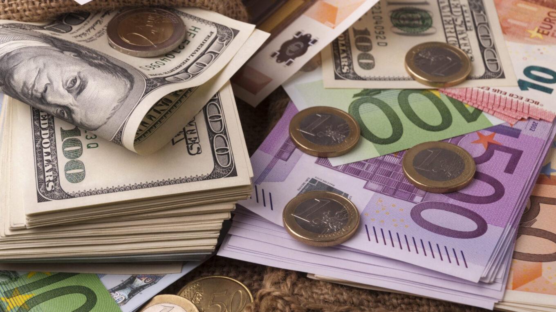 Инвестиции в долларах всегда становятся актуальными, когда начинает ослабевать рубль. С учетом тенденции последних 20 лет приумножение накоплений именно в валютной доходности особенно популярно.