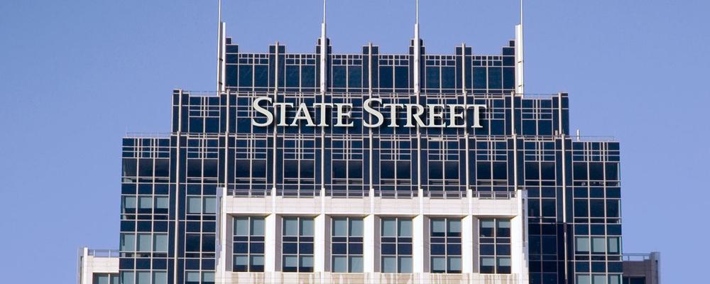 Индустрия биржевых фондов начала развиваться не так давно, однако уже сегодня она является едва ли не самой быстрорастущей отраслью в глобальной инвестиционной сфере. Первый биржевой фонд был запущен компанией State Street в 1993 году, на американский индекс S & P500.